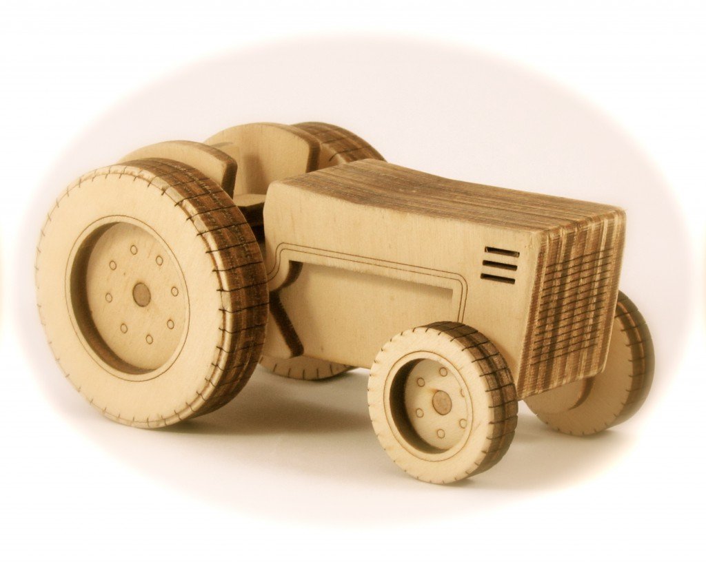 The second Wooden Tractor | The Wooden Tractor